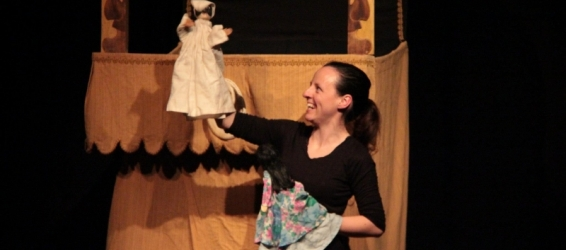 About Pulcinella and glove puppets in Portugal